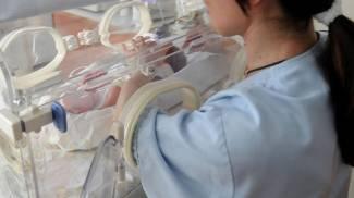Sfregiò con l'acido l'ex compagno: tolta la figlia neonata