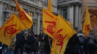 Sgombero palazzo ex Alitalia, protesta davanti a Palazzo Marino