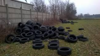 Mucchi di pneumatici: discarica a cielo aperto a Busto Garolfo