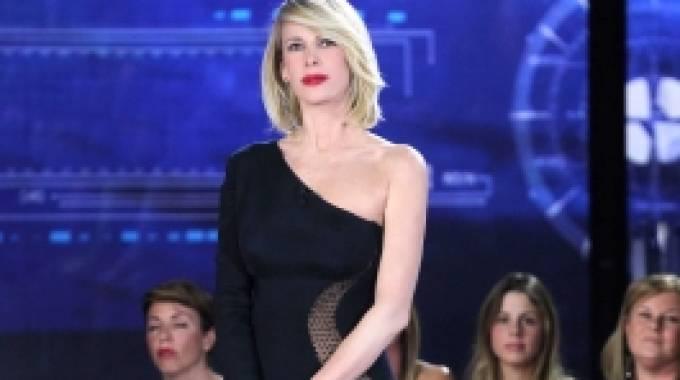 'Nude look' da urlo a confronto: Alessia Marcuzzi osa come Irina Shayk - Il Giorno